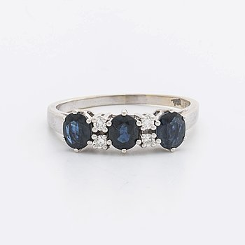 RING 18k whitegold w 3 sapphires 5 x 4 mm and 4 brilliant-cut Diamonds 0,12 ct in total engraved.