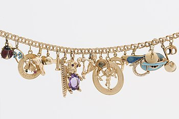 An 14 C and 18 C bracelet with charms, weight ca 48,7 gr.