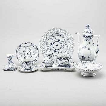 A 30 pcs Royal Copenhagen Musselmalet porcelain service.
