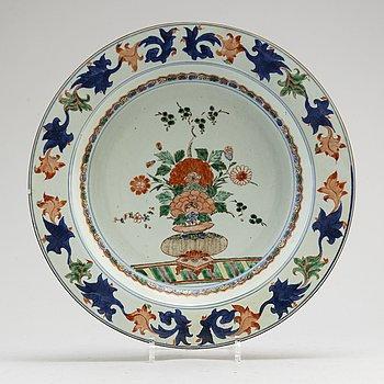 PRAKTFAT, kompaniporslin. Qingdynastin, tidigt 1700-tal.