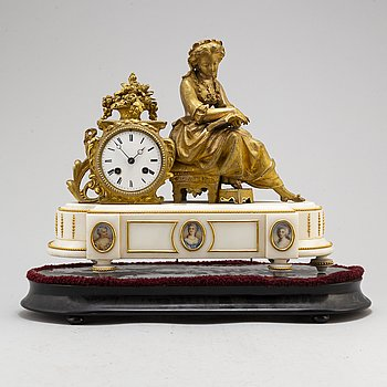A mantle clock, second half of the 19th century.