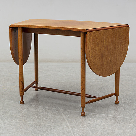 Josef frank, a model 1333 mahogany table from firma svenskt tenn