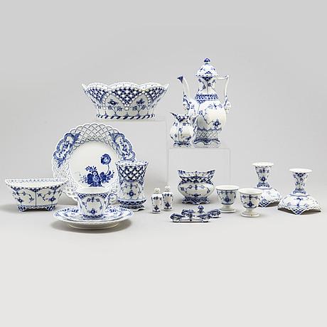 """Kaffeservis, 44 delar, """"musselmalet"""", hel  och halvblond, royal copenhagen, danmark, 1900 talets andra hälft"""