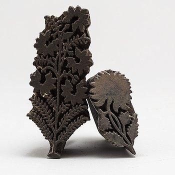 TAPETSTÄMPLAR, 2 st, trä, 1700-/1800-tal.