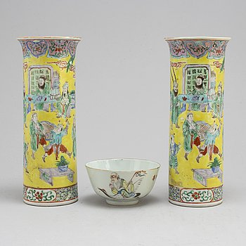 A Chinese famille rose bowl and a pair of sleeve vases, early 20th century.