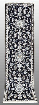 A RUNNER, Nain, ca 295 x 79 cm.