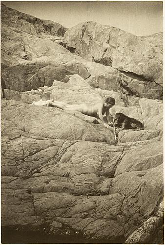 Henry b. goodwin, 2 fotogravyrer med badmotiv från stockholms skärgård.