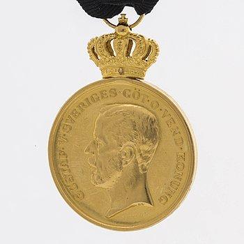 """MEDALJ Pro Patria """"För trohet och flit"""" 18K guld 1941."""