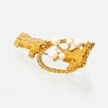 A BJÖRN WECKSTRÖM BROOCH, cultured pearls, 14K gold. Lapponia 1972.