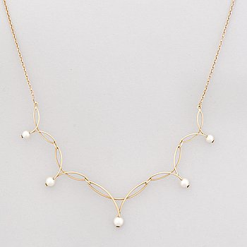 A NECKLACE, cultured pearls, 14K gold. Westerback.