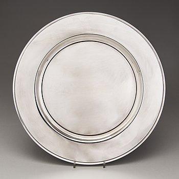 HARALD NIELSEN, A sterling silver dish, mark of Harald Nielsen, HN, for Georg Jensen, Copenhagen, Denmark 1945-77.