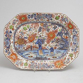 "STEKFAT, kompaniporslin. Qingdynastin, Qianlong (1736-95). ""Clobbered""."