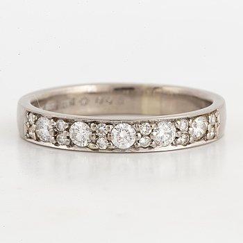 RING, Alliansring med briljantslipade diamanter totalt 0,68 ct, Strömdahls.