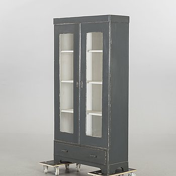 A CUPBOARD, FIRST HALF OF 20TH CENTURY,