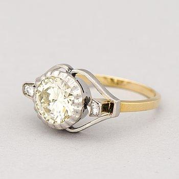 A RING, brilliant cut diamond, 18K gold. Pirkan Kulta 1957.