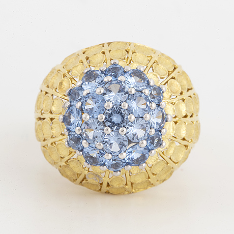 18k gold and blue topaz ring.