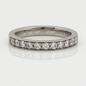 Half eternity 0,44 ct brilliant-cut diamond ring.