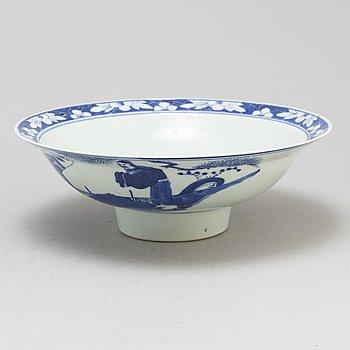 SKÅL på FOT, porslin. Qingdynastin, tidigt 1900-tal.