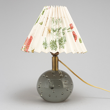 Josef frank, a table lamp modell 1819 for firma svenskt tenn