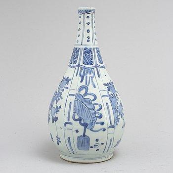 FLASKA, kraakporslin. Ming dynastin, Wanli (1573-1619).