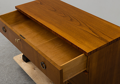 A 1930's chest of drawers
