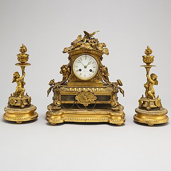 A Tiifany & Co pendulum clock and a pair of cassolettes, late 19th or early 20th century.