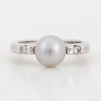 White gold, pearl and brilliant-cut diamond ring.