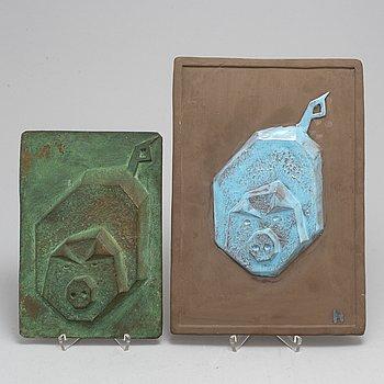 RUNE HANNÄS, skulpturer, 2 st, stengods samt brons. Signerade och daterade -66.