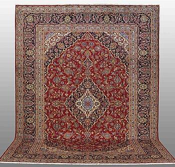 A carpet, Kashan, ca 350 x 252 cm.