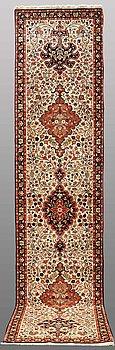 GALLERIMATTA, Sarouk, ca 392 x 86 cm.