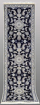 GALLERIMATTA, Nain part silk, 293 x 81 cm.