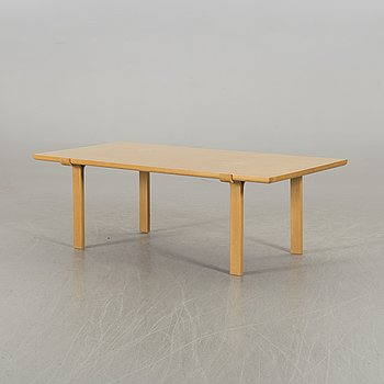 PETER HVIDT & ORLA MØLGAARD NIELSEN, a coffee table for Fritz Hansen 1982.