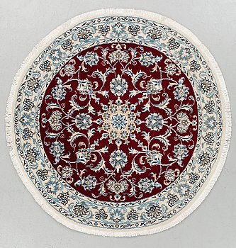 A part silk rug from Nain. Diamater around 133 cm.