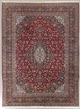 A semiantique Kashan carpet ca 410 x 290 cm.
