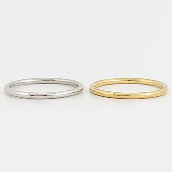 Two 18K gold and white gold bangles.