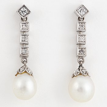 White gold, brilliant- and eight cut and cultured pearl earring.