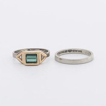 2 RINGAR 18 K vitguld, 1 turmalin ca 5 x 6 mm samt 2 diamanter 8/8, 1 slät ring.
