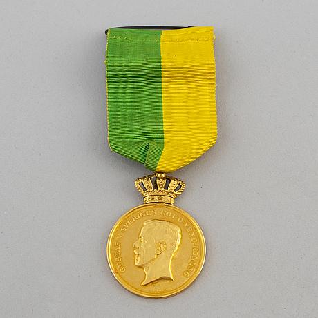 A swedish 18k medal
