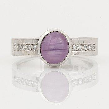 RING, med stjärnrubin och briljantslipade diamanter.