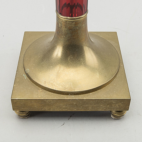 An early 20th century paraffin lamp.