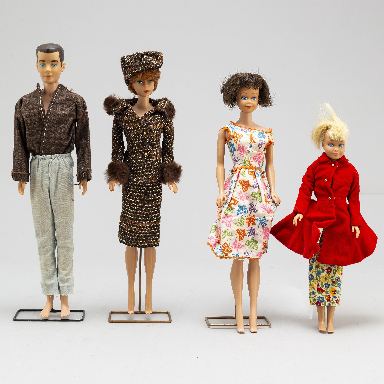Sjukdom Spänning bekämpa  BARBIEDOCKOR, 3 st samt kläder och tillbehör, Mattel, 1960-tal ...