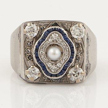RING, 18K vitguld med pärla och briljant och gammalslipade diamanter.
