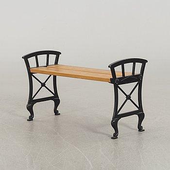 FOLKE BENSOW,a Näfveqvarn cast iron garden seat.