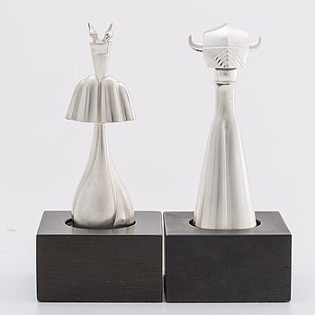 TWO ZOLTAN POPOVITS CHESS FIGUREs, sterling silver. Lapponia 1976.