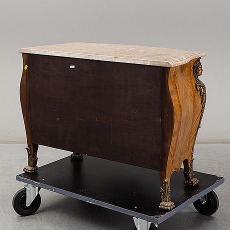 A régence-style commode, second half of the 20th century.