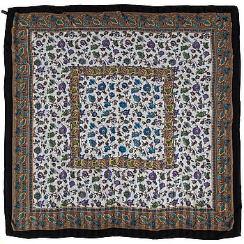 CÉLINE, a silk scarf.