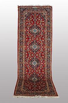 A RUNNER, Kashan 294 x 105, Signerad Shadsar.