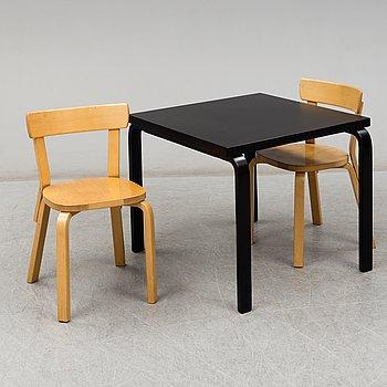 ALVAR AALTO, bord samt två stolar modell 69, Artek.