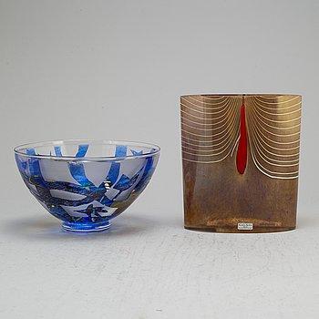 BERTIL VALLIEN, two glass vases, Kosta Boda Atelier, signed.