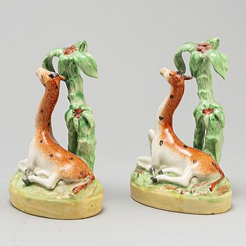 A pair of ceramic figures of giraffes, England, presumably Staffordshire, 19th century.